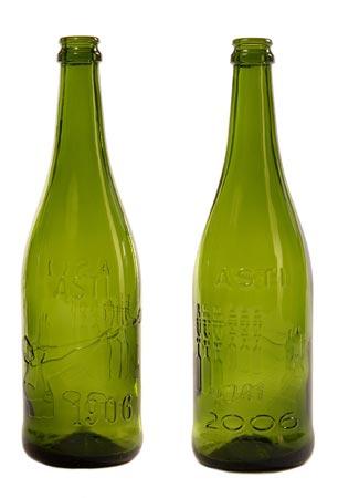 Bottiglia vetro commemorativa del centenario della vetreriadi  Moscato Asti 1906-2006