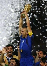 Italia Campione Del Mondo, Fabio Cannavaro alza la coppa