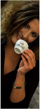 Donna che Beve il Caffè Mokarico
